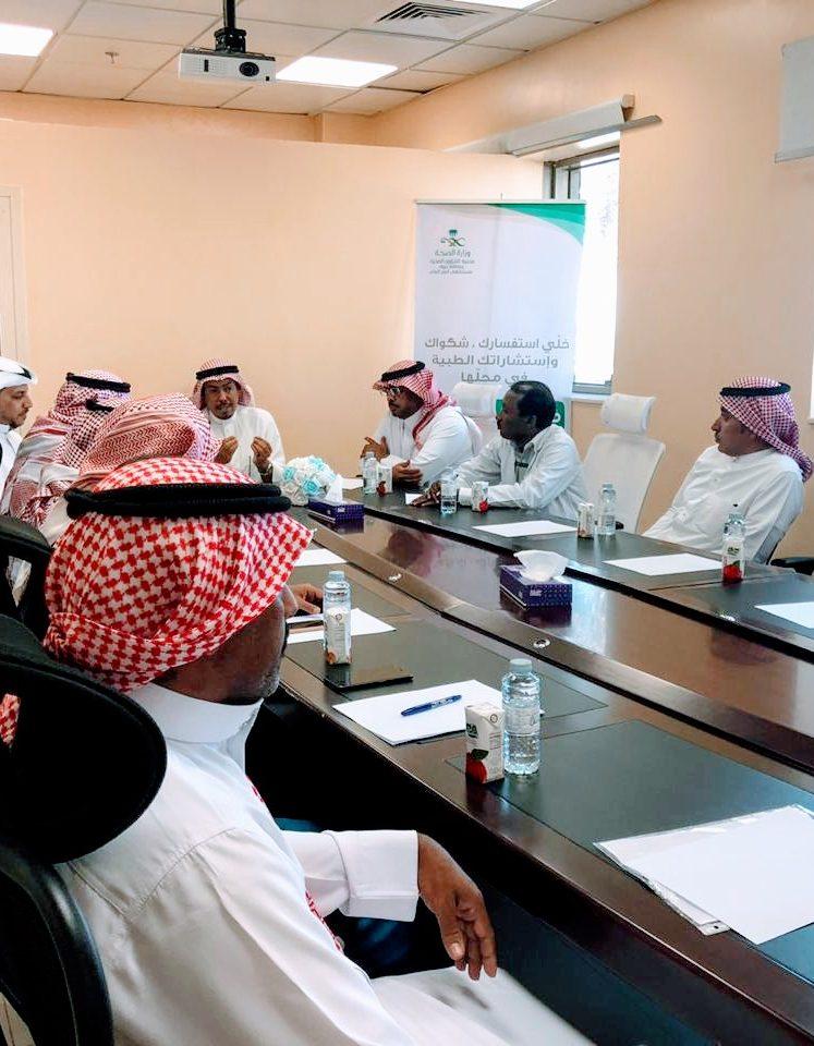 مدير مستشفى أملج العام الأستاذ أحمد محمد سلمى يعقد اجتماع بمدراء المراكز الصحية الداخلية والخارجية