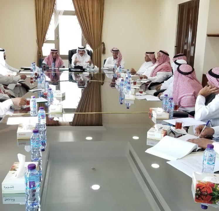 محلي املج يناقش استحداث مركز للهلال الاحمر بقرية السهلة ورفع السريرية مستشفى أملج العام