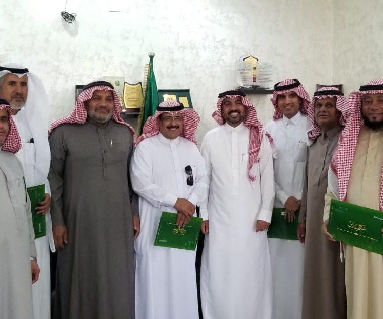 مدير تعليم تبوك يكرم مدير مكتب تعليم أملج وقائدي مدارس املج
