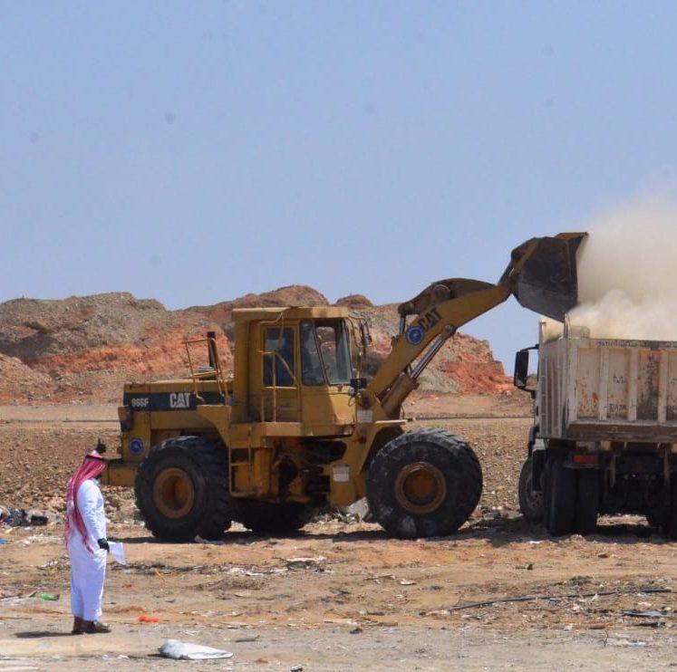 بلدية أملج تطلق حملة تنظيف وإزالة المخلفات لأحياء المحافظة