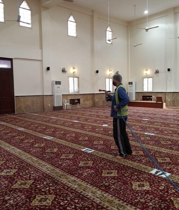بلدية أملج تعقم الجوامع والمساجد والساحات المحيطة بها