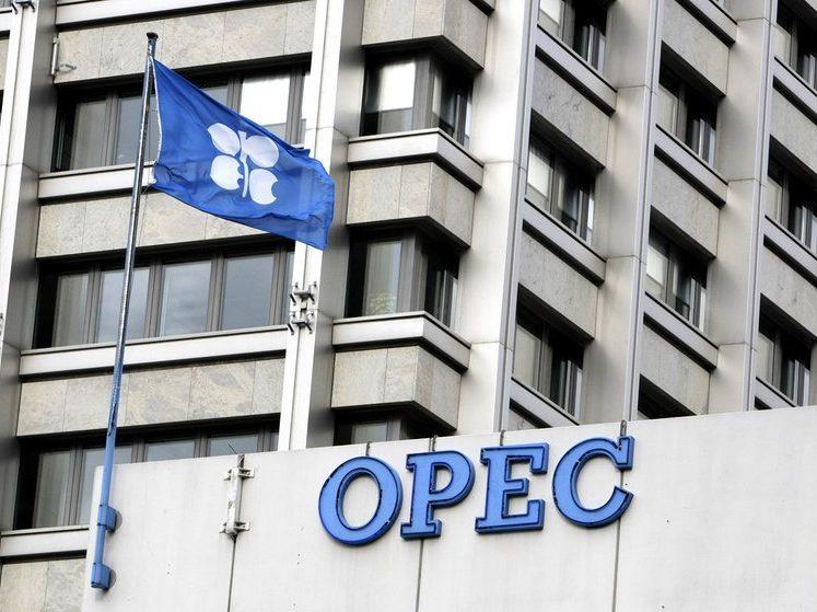 """""""أوبك"""" وروسيا تبحثان تمديد تخفيض إنتاج النفط لشهر أو شهرين"""
