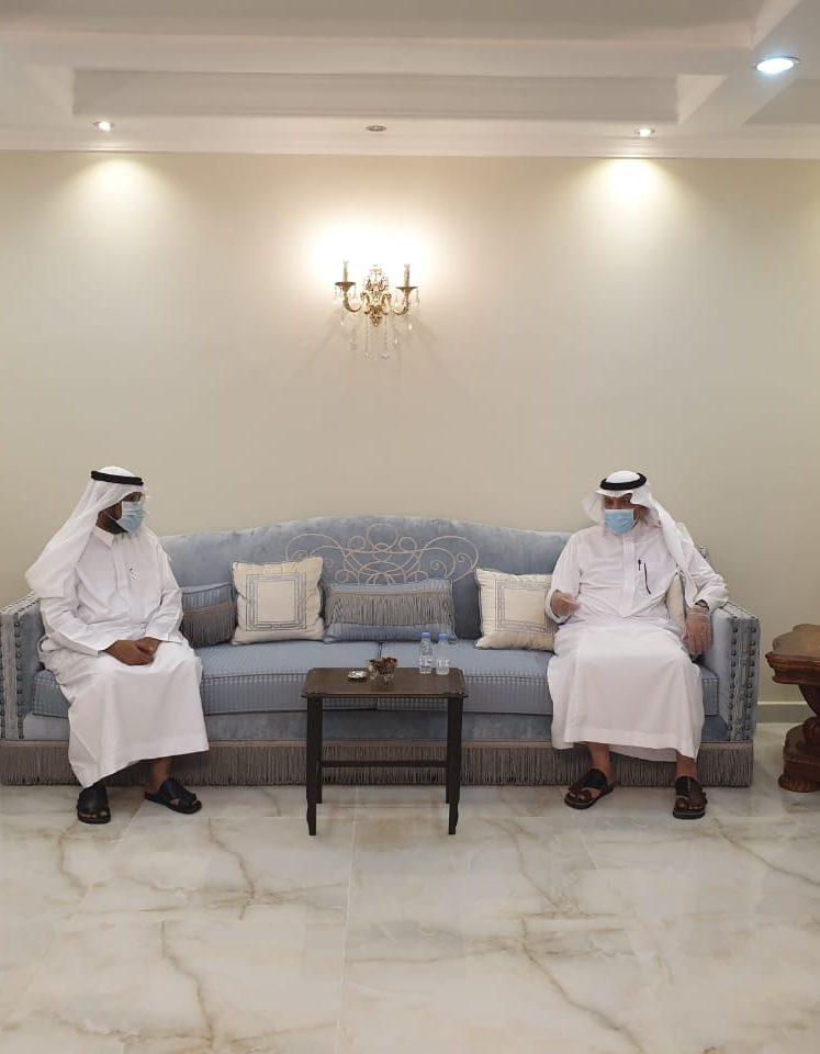 في لمسة وفاء محافظ أملج يزور المهندس عبدالله الحجوري بعد تقاعده