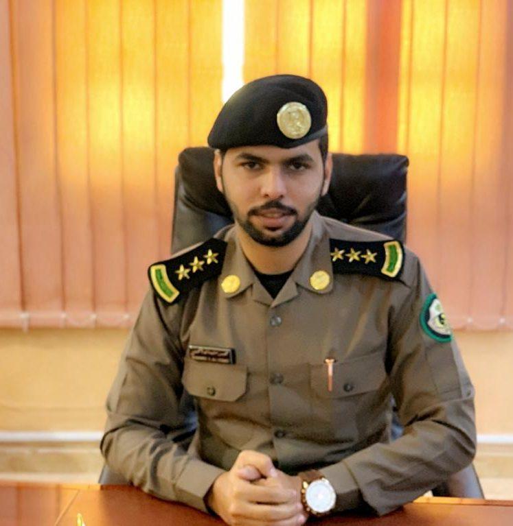 """وكيل محافظة أملج ومدير الشرطة يقلدان  """"الحبيشي"""" رتبة نقيب"""