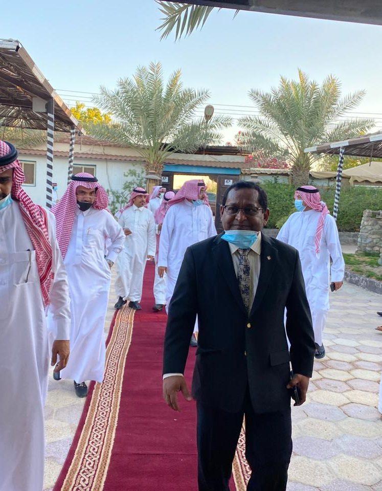 السفير المالديفي يزور متحف المناخة بأملج وقصر الامارة القديم