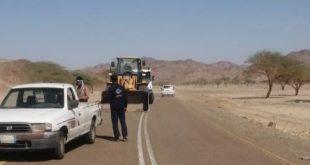 بلدية أملج تزيل آثار الأمطار في مراكز المحافظة
