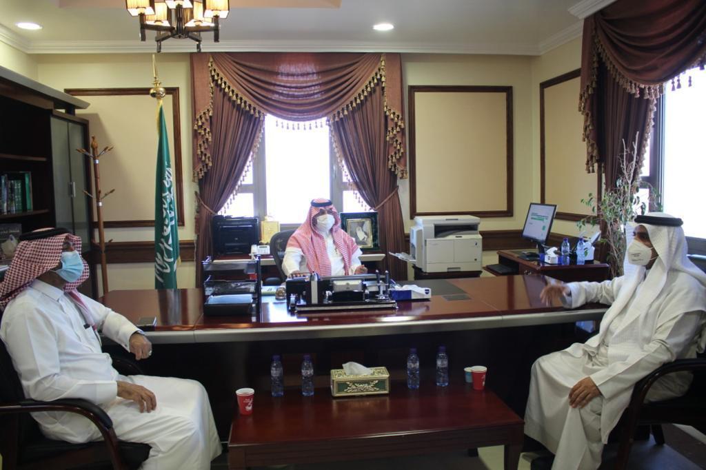 محافظ أملج يلتقي مدير عام تعليم منطقة تبوك